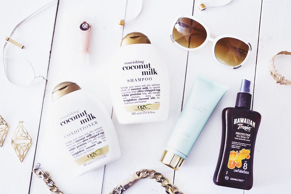 Skönhetsfavoriter med kokosdoft: OGX Coconut Milk Shampoo & Conditioner, Hawaiian Tropic Protective Dry Spray Oil & Panos Emporio Cocosun